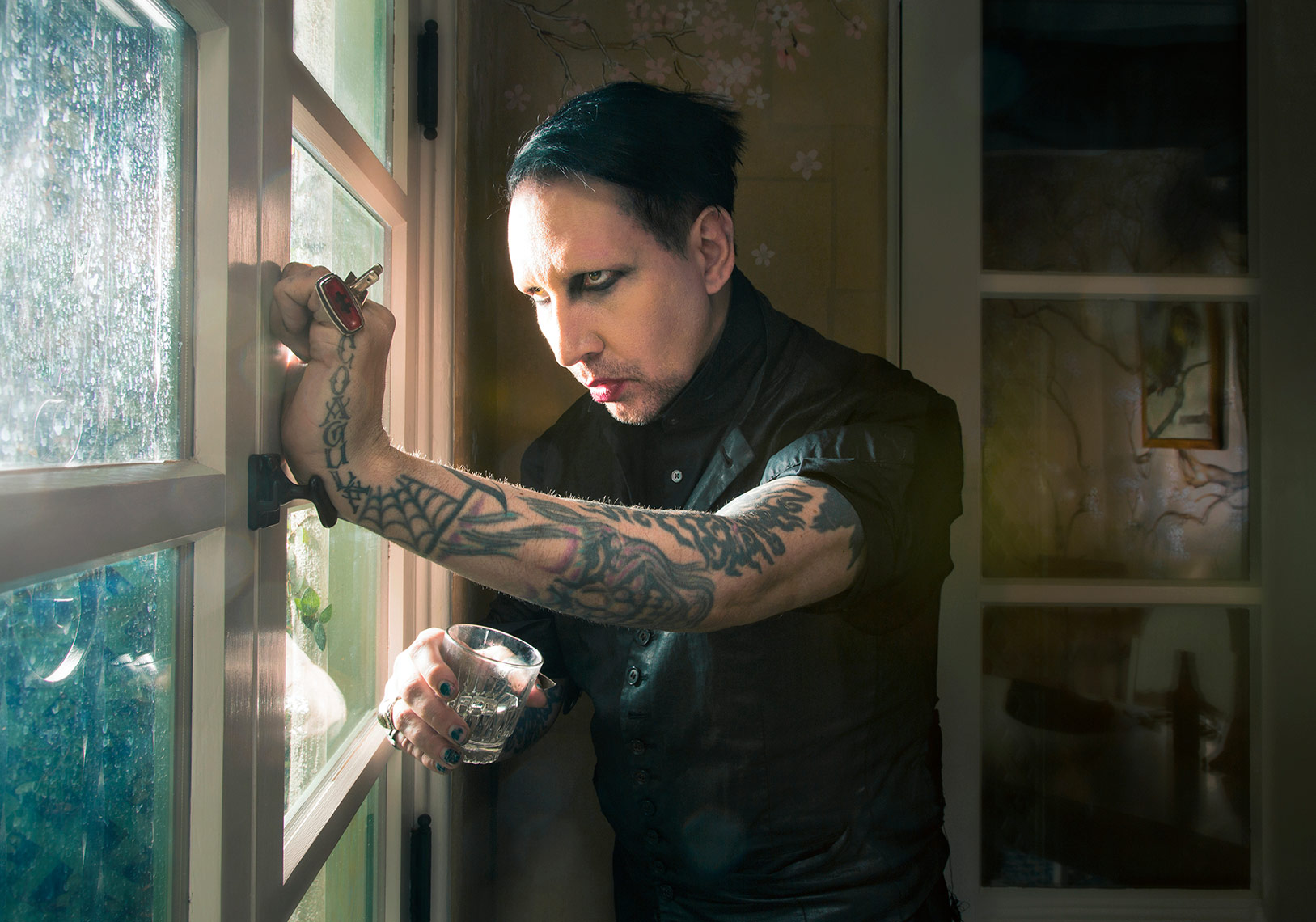 Marilyn_Manson_window_WEB